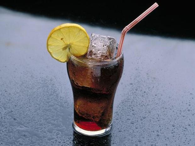 5 thói quen ăn uống tai hại khiến vòng 2 của bạn ngày càng phình to mất kiểm soát - Ảnh 1.