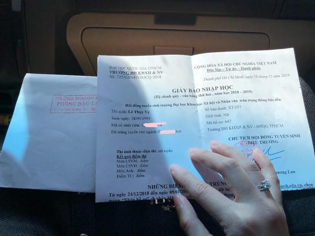 Bạn gái 9x của rapper Tiến Đạt khoe khéo nhẫn kim cương ở ngón áp út sau đồn đoán chuẩn bị kết hôn ngày 31/12 - Ảnh 1.