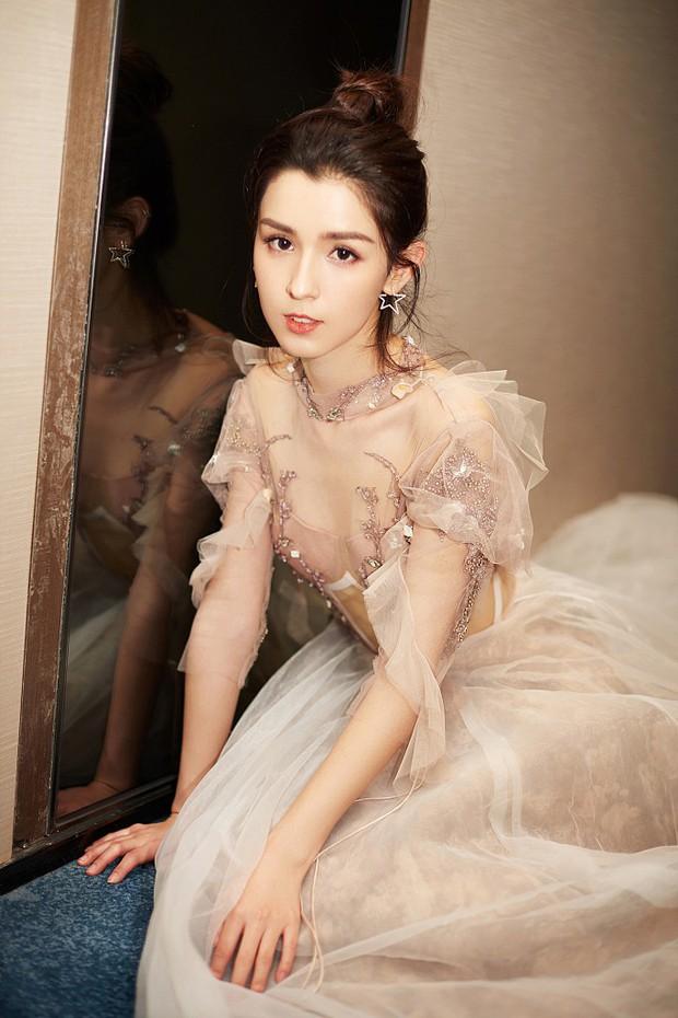 Cứ ngỡ đối thủ Địch Lệ Nhiệt Ba đẹp không tì vết, hóa ra cô nàng cũng có điểm khiến netizen không vừa mắt - Ảnh 5.