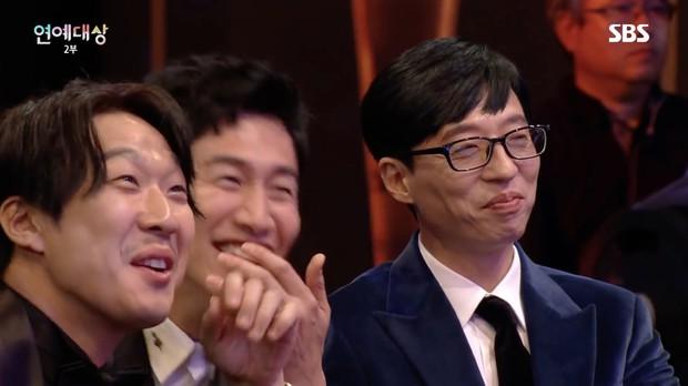 Fan của SpartAce vỡ mộng khi Haha bật mí: 80% là Kim Jong Kook có tình cảm với Hong Jin Young - Ảnh 2.