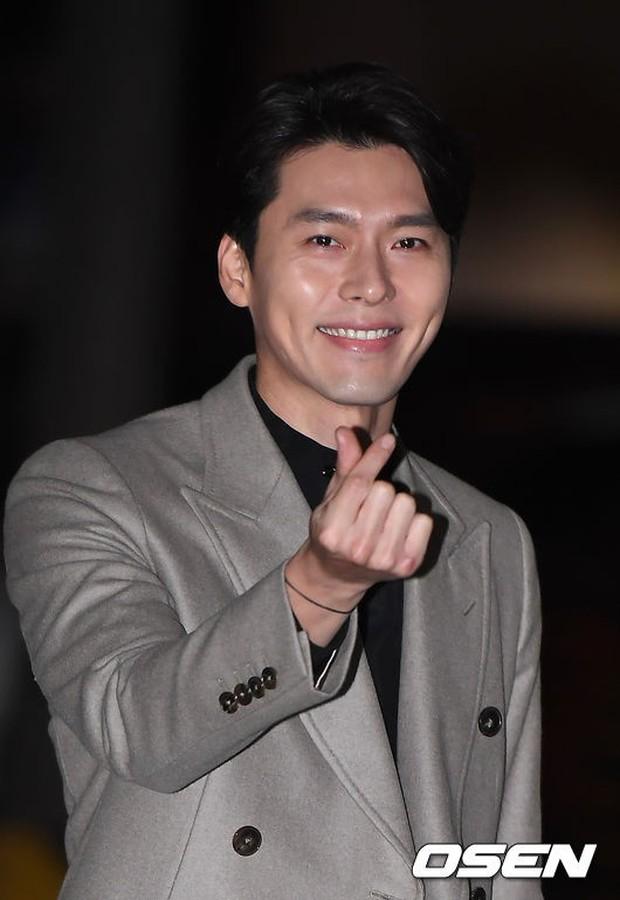Tiệc mừng công Hồi ức Alhambra: Hyun Bin soái như tổng tài, Park Shin Hye lấy lại phong độ trước nữ phụ gây sốt - Ảnh 2.