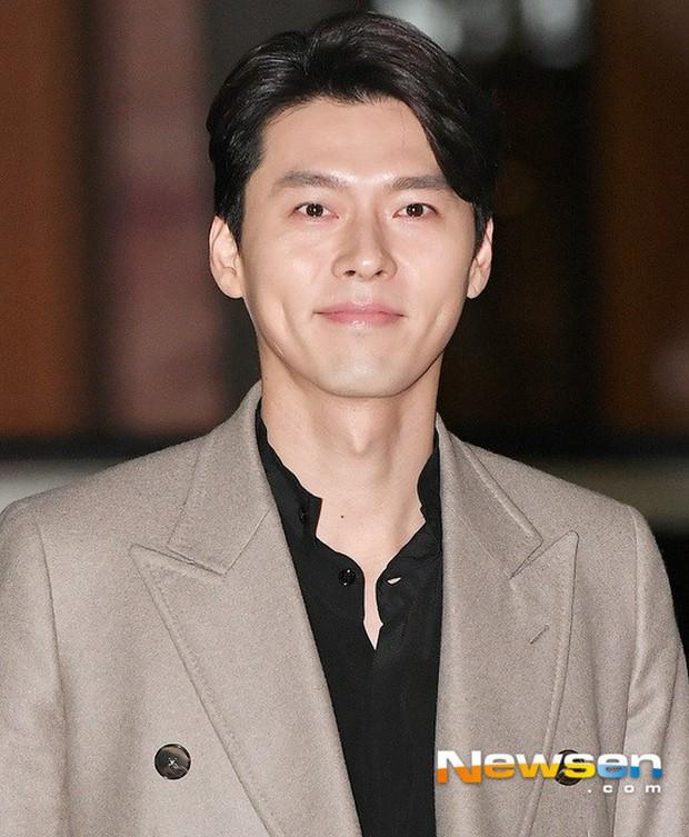 Tiệc mừng công Hồi ức Alhambra: Hyun Bin soái như tổng tài, Park Shin Hye lấy lại phong độ trước nữ phụ gây sốt - Ảnh 3.