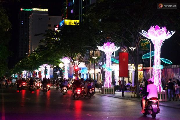 Chùm ảnh: Đường phố trung tâm Sài Gòn được trang trí ánh sáng lung linh để chào đón năm mới 2019 - Ảnh 11.