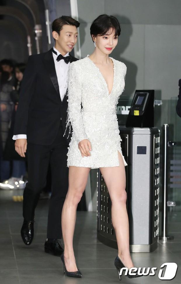 Thảm đỏ MBC Drama Awards: Sao nhí một thời lấn át Seohyun và loạt mỹ nhân hở bạo, So Ji Sub dẫn đầu dàn minh tinh - Ảnh 14.
