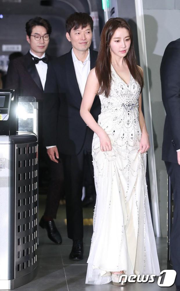 Thảm đỏ MBC Drama Awards: Sao nhí một thời lấn át Seohyun và loạt mỹ nhân hở bạo, So Ji Sub dẫn đầu dàn minh tinh - Ảnh 16.