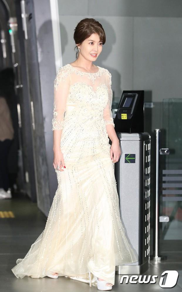 Thảm đỏ MBC Drama Awards: Sao nhí một thời lấn át Seohyun và loạt mỹ nhân hở bạo, So Ji Sub dẫn đầu dàn minh tinh - Ảnh 29.
