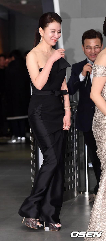 Thảm đỏ MBC Drama Awards: Sao nhí một thời lấn át Seohyun và loạt mỹ nhân hở bạo, So Ji Sub dẫn đầu dàn minh tinh - Ảnh 28.