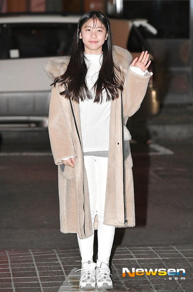 Tiệc mừng công Hồi ức Alhambra: Hyun Bin soái như tổng tài, Park Shin Hye lấy lại phong độ trước nữ phụ gây sốt - Ảnh 12.