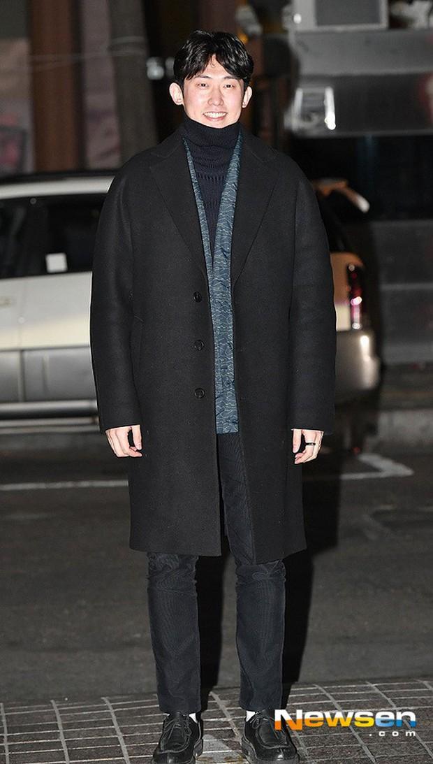 Tiệc mừng công Hồi ức Alhambra: Hyun Bin soái như tổng tài, Park Shin Hye lấy lại phong độ trước nữ phụ gây sốt - Ảnh 11.