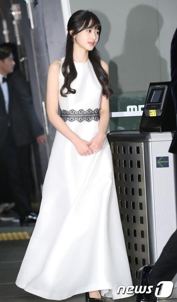 Thảm đỏ MBC Drama Awards: Sao nhí một thời lấn át Seohyun và loạt mỹ nhân hở bạo, So Ji Sub dẫn đầu dàn minh tinh - Ảnh 25.