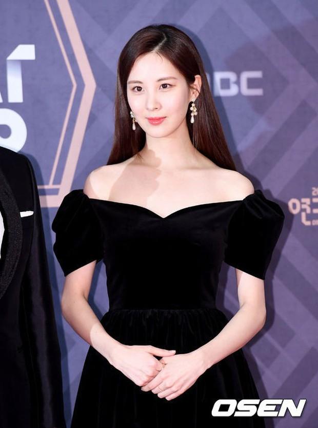 Thảm đỏ MBC Drama Awards: Sao nhí một thời lấn át Seohyun và loạt mỹ nhân hở bạo, So Ji Sub dẫn đầu dàn minh tinh - Ảnh 4.