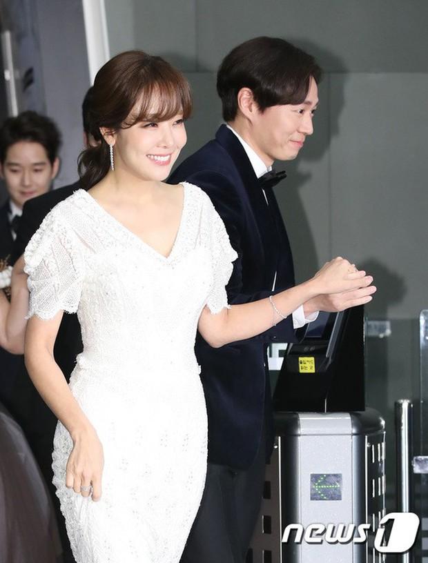 Thảm đỏ MBC Drama Awards: Sao nhí một thời lấn át Seohyun và loạt mỹ nhân hở bạo, So Ji Sub dẫn đầu dàn minh tinh - Ảnh 24.