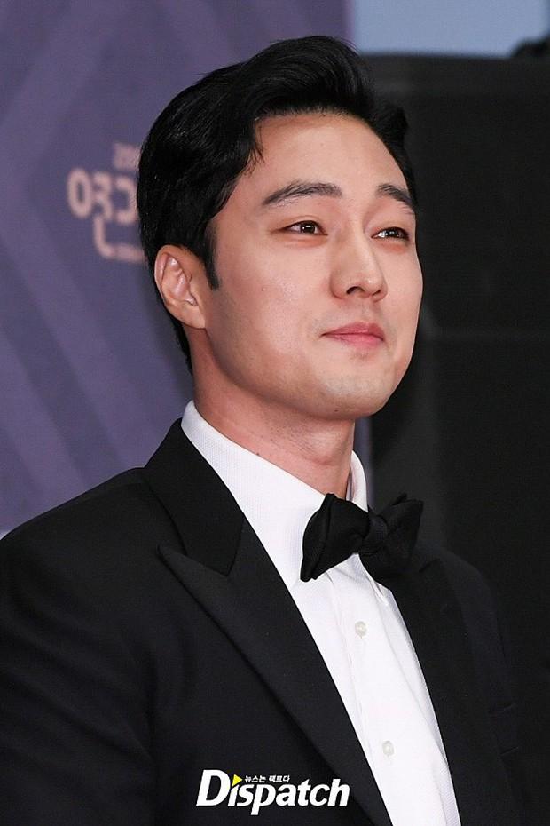 Thảm đỏ MBC Drama Awards: Sao nhí một thời lấn át Seohyun và loạt mỹ nhân hở bạo, So Ji Sub dẫn đầu dàn minh tinh - Ảnh 21.
