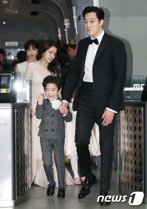 Thảm đỏ MBC Drama Awards: Sao nhí một thời lấn át Seohyun và loạt mỹ nhân hở bạo, So Ji Sub dẫn đầu dàn minh tinh - Ảnh 18.