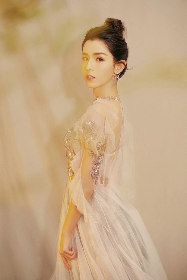 Cứ ngỡ đối thủ Địch Lệ Nhiệt Ba đẹp không tì vết, hóa ra cô nàng cũng có điểm khiến netizen không vừa mắt - Ảnh 1.