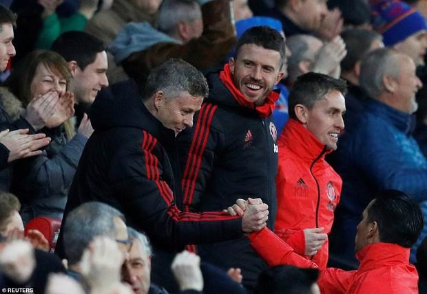 Tiền vệ tài hoa Paul Pogba ghi 2 bàn và kiến tạo 1 bàn, MU thắng rực rỡ ở trận thứ 3 sau sa thải Mourinho - Ảnh 12.