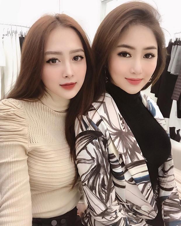 2 chị em Hương Tràm gây lú bởi đã xinh lên hình lại còn giống nhau! - Ảnh 1.