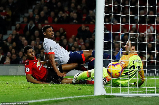 Tiền vệ tài hoa Paul Pogba ghi 2 bàn và kiến tạo 1 bàn, MU thắng rực rỡ ở trận thứ 3 sau sa thải Mourinho - Ảnh 6.