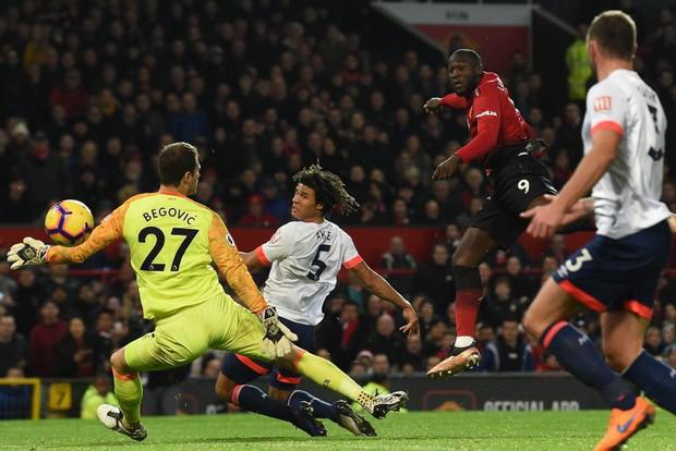 Tiền vệ tài hoa Paul Pogba ghi 2 bàn và kiến tạo 1 bàn, MU thắng rực rỡ ở trận thứ 3 sau sa thải Mourinho - Ảnh 8.