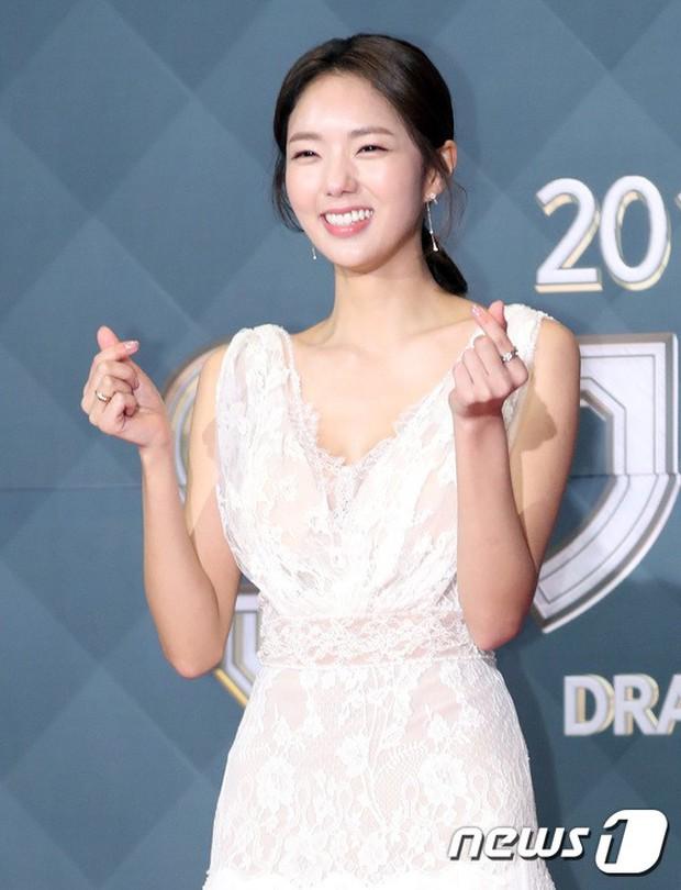 Thảm đỏ SBS Drama Awards: Jang Nara tăng cân vẫn quá đẹp, nàng Kim Sam Soon đọ body nóng bỏng bên loạt minh tinh - Ảnh 20.