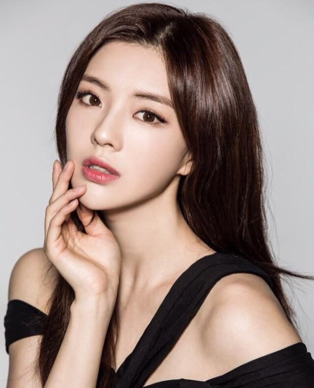 Bạn gái Lee Kwang Soo: Diễn viên đẹp cực phẩm, bản sao bốc lửa của Song Hye Kyo, từng là idol hát, nhảy cực đỉnh - Ảnh 2.