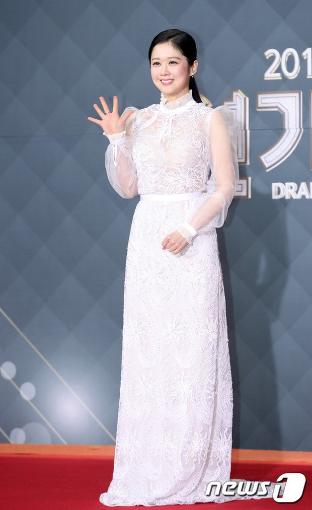 Thảm đỏ SBS Drama Awards: Jang Nara tăng cân vẫn quá đẹp, nàng Kim Sam Soon đọ body nóng bỏng bên loạt minh tinh - Ảnh 2.