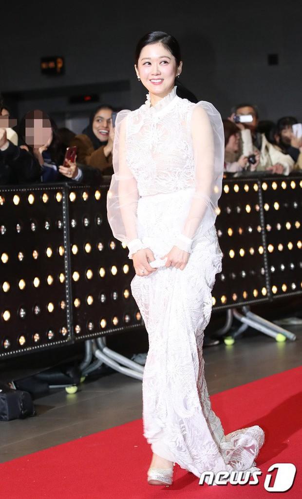 Thảm đỏ SBS Drama Awards: Jang Nara tăng cân vẫn quá đẹp, nàng Kim Sam Soon đọ body nóng bỏng bên loạt minh tinh - Ảnh 1.