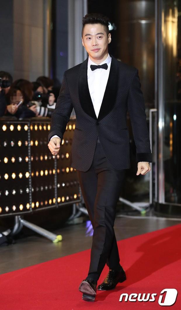 Thảm đỏ SBS Drama Awards: Jang Nara tăng cân vẫn quá đẹp, nàng Kim Sam Soon đọ body nóng bỏng bên loạt minh tinh - Ảnh 28.