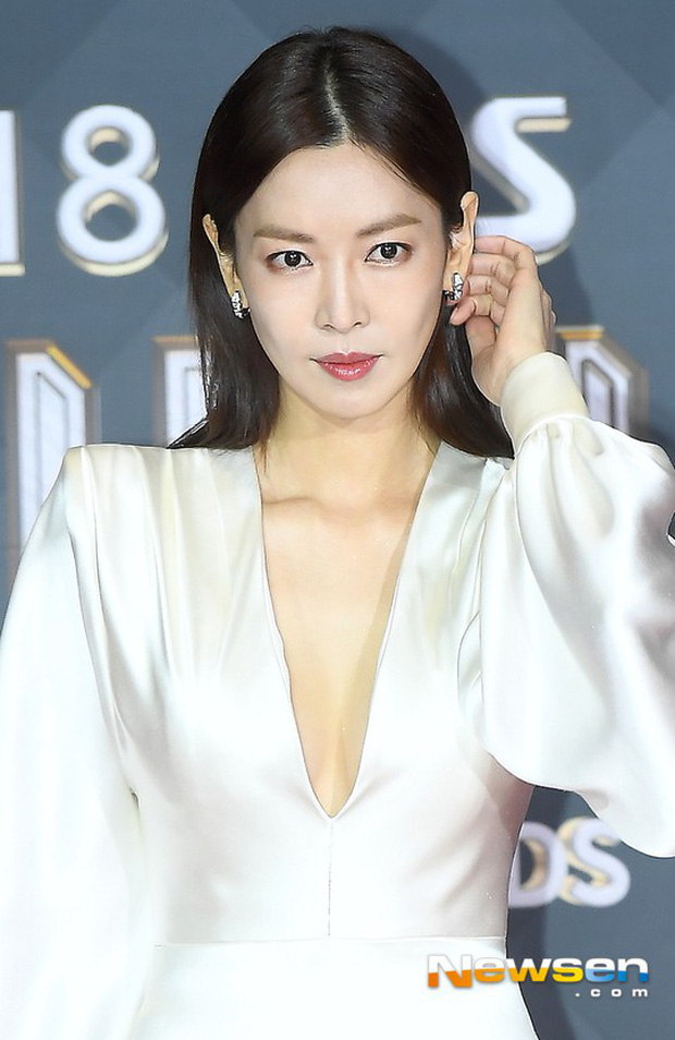 Thảm đỏ SBS Drama Awards: Jang Nara tăng cân vẫn quá đẹp, nàng Kim Sam Soon đọ body nóng bỏng bên loạt minh tinh - Ảnh 7.