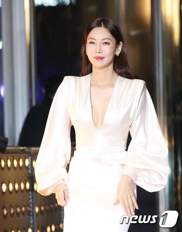 Thảm đỏ SBS Drama Awards: Jang Nara tăng cân vẫn quá đẹp, nàng Kim Sam Soon đọ body nóng bỏng bên loạt minh tinh - Ảnh 5.