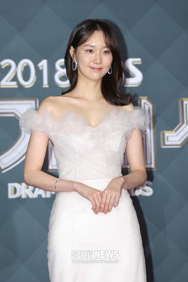Thảm đỏ SBS Drama Awards: Jang Nara tăng cân vẫn quá đẹp, nàng Kim Sam Soon đọ body nóng bỏng bên loạt minh tinh - Ảnh 22.