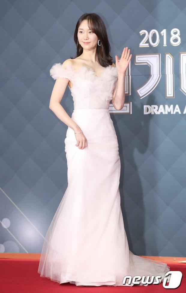 Thảm đỏ SBS Drama Awards: Jang Nara tăng cân vẫn quá đẹp, nàng Kim Sam Soon đọ body nóng bỏng bên loạt minh tinh - Ảnh 21.