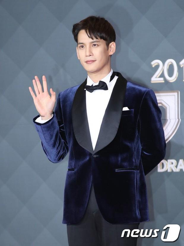 Thảm đỏ SBS Drama Awards: Jang Nara tăng cân vẫn quá đẹp, nàng Kim Sam Soon đọ body nóng bỏng bên loạt minh tinh - Ảnh 27.