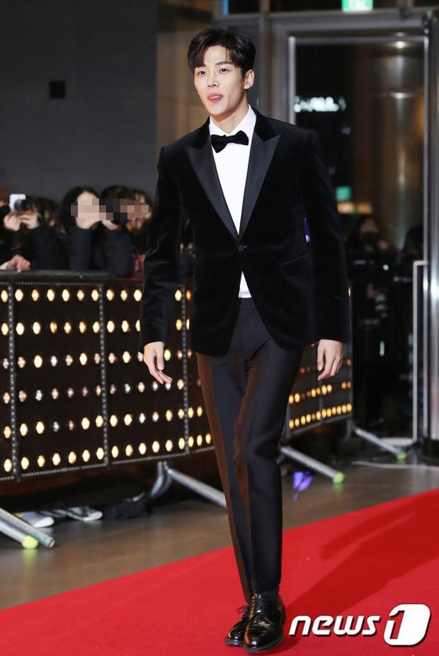 Thảm đỏ SBS Drama Awards: Jang Nara tăng cân vẫn quá đẹp, nàng Kim Sam Soon đọ body nóng bỏng bên loạt minh tinh - Ảnh 16.