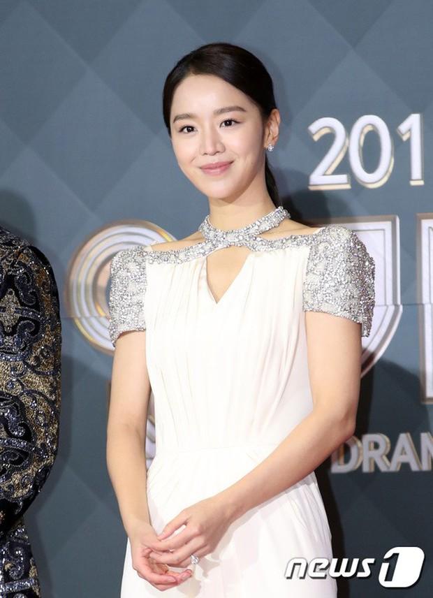 Thảm đỏ SBS Drama Awards: Jang Nara tăng cân vẫn quá đẹp, nàng Kim Sam Soon đọ body nóng bỏng bên loạt minh tinh - Ảnh 13.