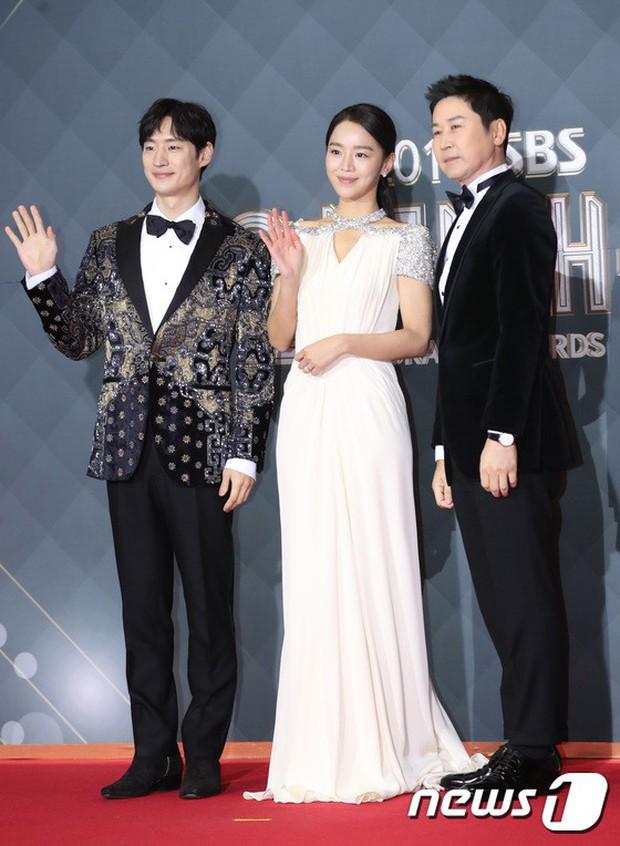 Thảm đỏ SBS Drama Awards: Jang Nara tăng cân vẫn quá đẹp, nàng Kim Sam Soon đọ body nóng bỏng bên loạt minh tinh - Ảnh 12.