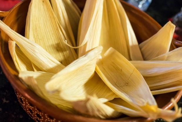 Tamales: món ngon ngày Tết của người Mexico, độc đáo từ nguyên liệu gói bên ngoài đến phần nhân bên trong - Ảnh 3.
