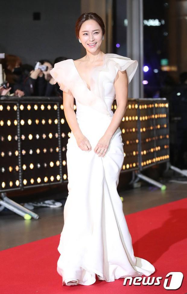 Thảm đỏ SBS Drama Awards: Jang Nara tăng cân vẫn quá đẹp, nàng Kim Sam Soon đọ body nóng bỏng bên loạt minh tinh - Ảnh 26.