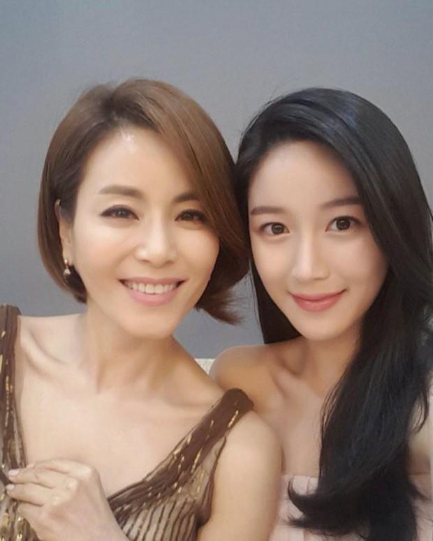 Mama Chuê Nàng Dae Jang Geum khoe 3 người con đẹp như hoa: 2 con gái đều là diễn viên, quý tử lần đầu lộ diện - Ảnh 6.
