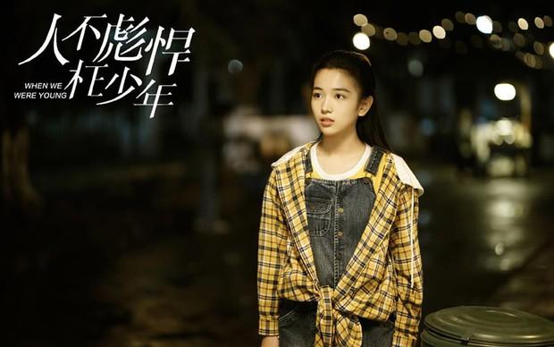 """Dàn sao """"Sống Không Dũng Cảm, Uổng Phí Thanh Xuân"""": Nàng hồn nhiên hết cỡ, chàng hớp hồn fan vì tính tình ấm áp - Ảnh 10."""