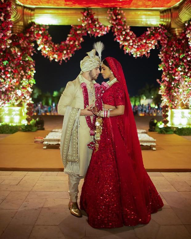 Nick Jonas hé lộ hình ảnh và clip Hoa hậu Thế giới lộng lẫy với tà váy cưới khổng lồ trong hôn lễ thế kỷ - Ảnh 3.