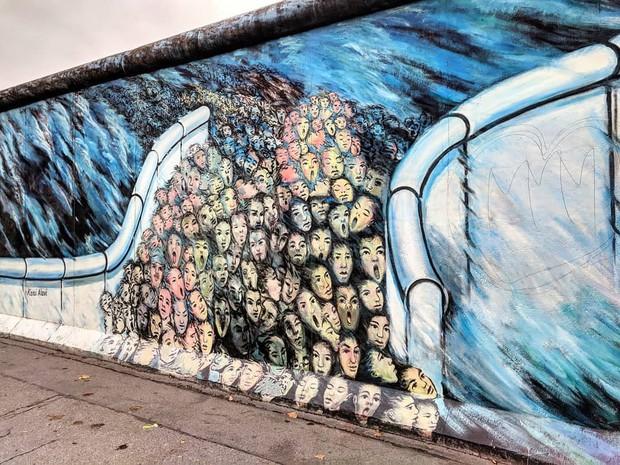 Khi những bức tường nhàm chán được thổi hồn bằng tranh vẽ, ai đi qua cũng sẽ phải ngoái nhìn - Ảnh 10.