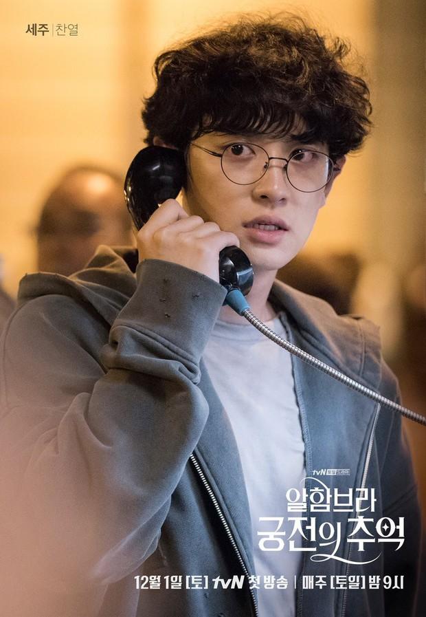 3 lý do giúp Hồi ức Alhambra của Hyun Bin kích thích tò mò ngay từ tập phim đầu - Ảnh 2.