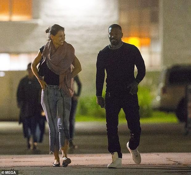Chẳng cần nói lời nào, nụ cười tươi rói của Katie Holmes đã cho thấy cô hạnh phúc thế nào bên Jamie Foxx - Ảnh 3.