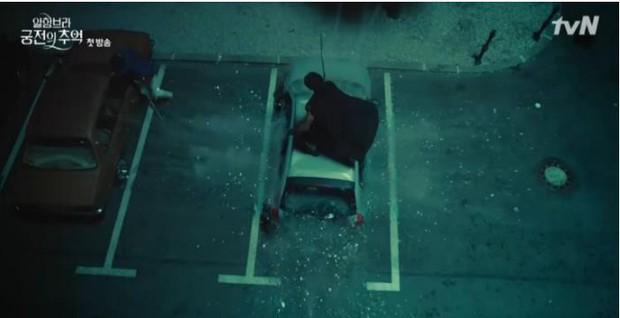 3 lý do giúp Hồi ức Alhambra của Hyun Bin kích thích tò mò ngay từ tập phim đầu - Ảnh 5.