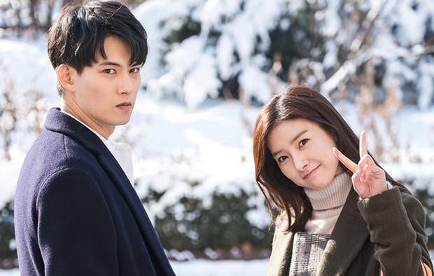"""Nhìn xem phim Hàn 2018 đã cho """"ra mắt chị em"""" bao nhiêu chàng bạn trai trong mơ! - Ảnh 26."""
