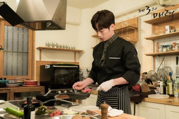 """Nhìn xem phim Hàn 2018 đã cho """"ra mắt chị em"""" bao nhiêu chàng bạn trai trong mơ! - Ảnh 22."""