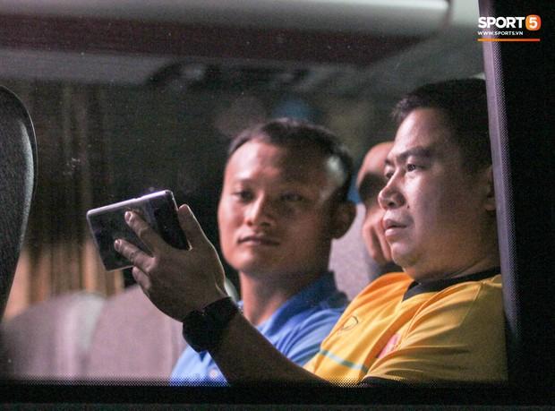 Tuyển Việt Nam xem Malaysia đánh bại Thái Lan ngay trên xe bus - Ảnh 5.
