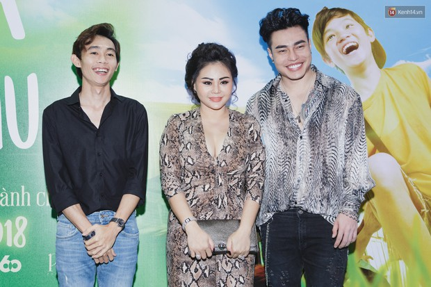 Kaity Nguyễn và Lâm Thanh Mỹ đọ sắc, người xinh như búp bê, người thanh lịch dịu dàng bên thảm đỏ ra mắt phim - Ảnh 16.
