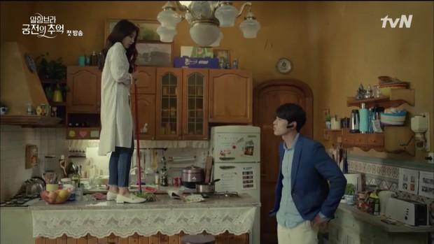 """Loạt bằng chứng cho thấy Hyun Bin vô lại vẫn hoàn vô lại trong """"Hồi Ức Alhambra"""" - Ảnh 1."""